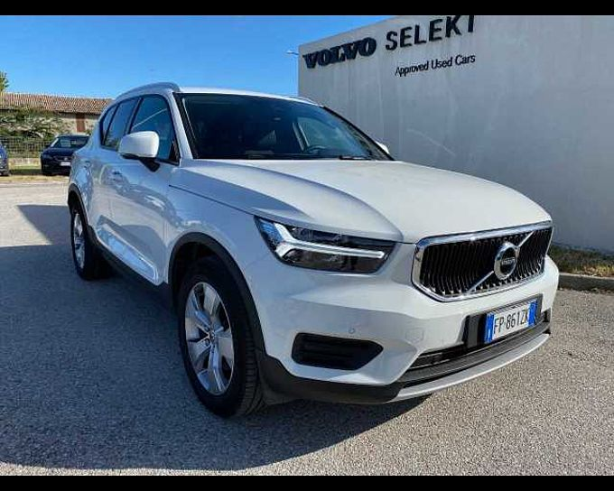 Volvo XC40 (2017--->) XC40 D4 AWD Geartronic Momentum